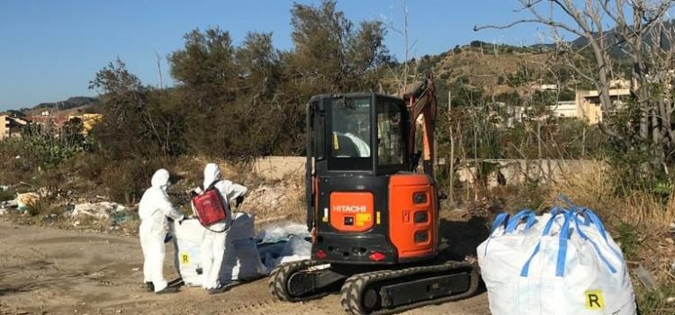 Bonifica litorale Mili: Messinaservizi Bene Comune ha iniziato stamani con la rimozione dell'amianto per restituire dopo anni un tratto di spiaggia alla città.